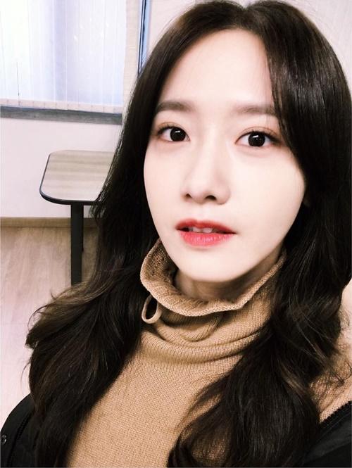 sao-han-6-11-yoon-ah-da-trang-bech-soo-young-sanh-dieu-khoe-chan-thon-7