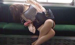Những tư thế ngủ 'quên phòng thủ'