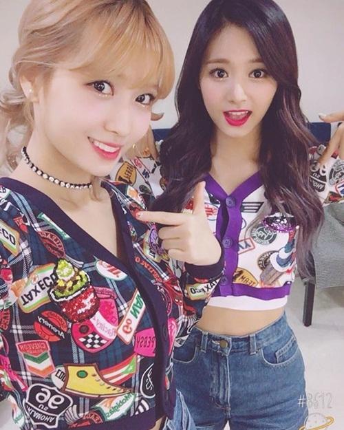 sao-han-7-11-tzuyu-mac-ao-ngan-khoe-eo-choa-hoa-co-tho-goi-cam-7