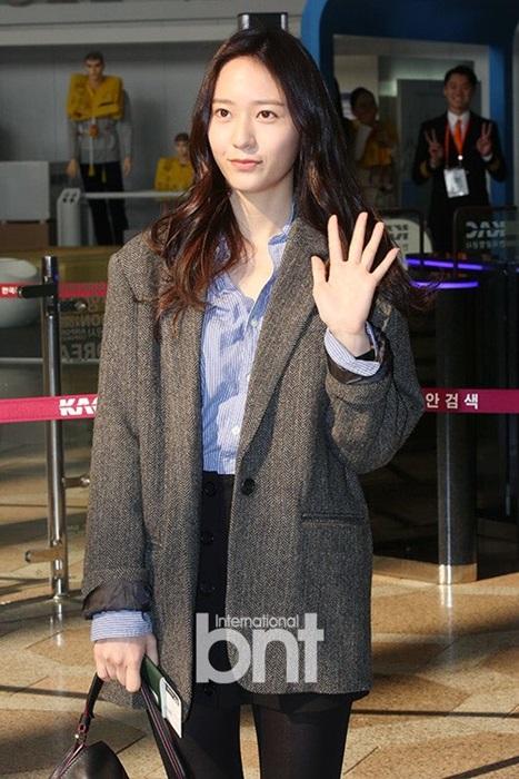 seo-hyun-krystal-nhot-nhat-mat-ngai-ngu-khi-ra-san-bay-1