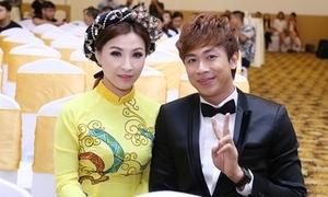 Hồ Việt Trung sướng rơn khi lần đầu hát với chủ nhân 'Vọng cổ teen'