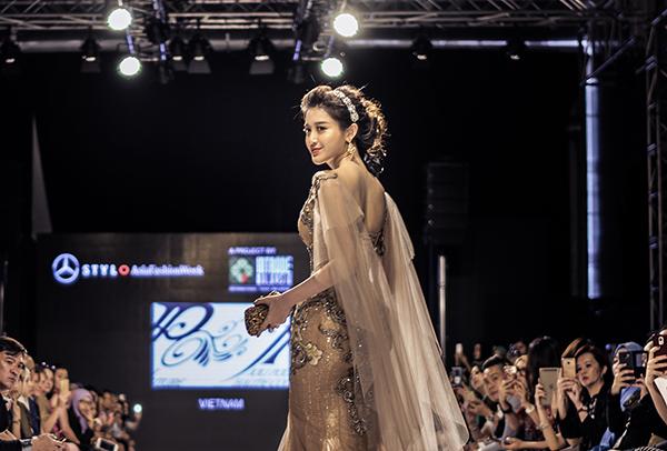 huyen-my-lam-vedette-o-malaysia-fashion-week-2