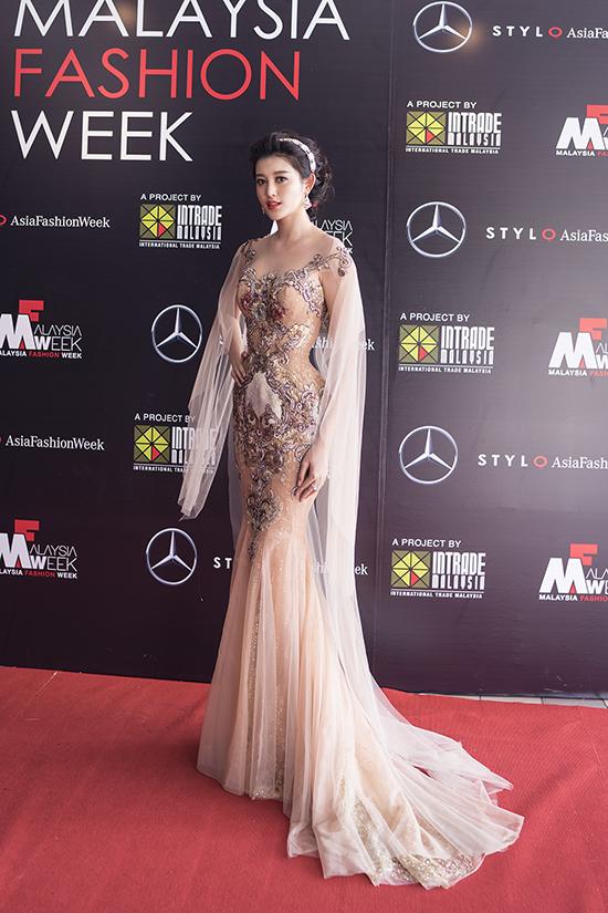 huyen-my-lam-vedette-o-malaysia-fashion-week-6