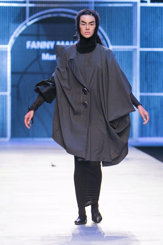 cay-fashion-week-nguoi-mau-sut-can-mat-mun-chan-moi-ra-roi-3