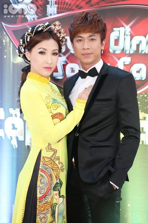 ho-viet-trung-suong-ron-khi-lan-dau-hat-voi-chu-nhan-vong-co-teen