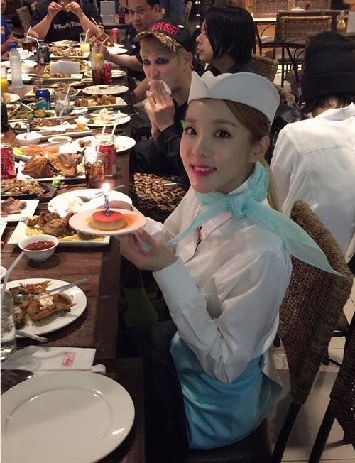 sao-han-12-11-tae-yeon-soo-young-mac-do-doi-cl-keo-vat-ao-khoe-dui