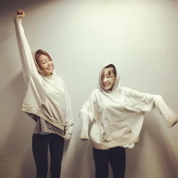 sao-han-12-11-tae-yeon-soo-young-mac-do-doi-cl-keo-vat-ao-khoe-dui-8