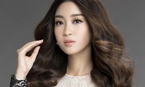 Hoa hậu Mỹ Linh xinh như búp bê, khoe đường cong uốn lượn
