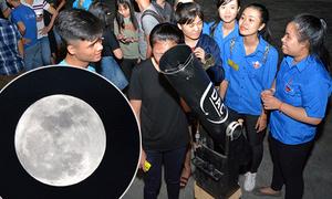 Bạn trẻ Đà Nẵng mang 'đồ nghề' xịn, lập hội đi ngắm siêu trăng