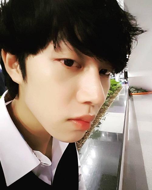 sao-han-18-11-sulli-khoe-nhan-sac-nu-than-lee-sung-kyung-mat-ngo-cute-3