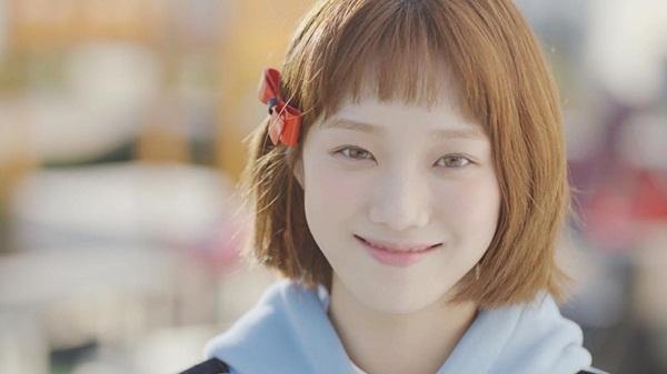 sao-han-18-11-sulli-khoe-nhan-sac-nu-than-lee-sung-kyung-mat-ngo-cute-7
