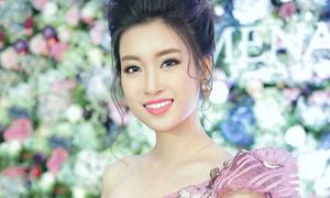 Hoa hậu Mỹ Linh da trắng, môi hồng như búp bê