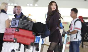 Khánh My sành điệu ở sân bay, mang 5 vali đồ đi Bắc Kinh
