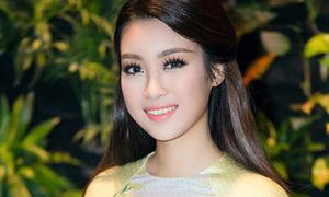Hoa hậu Mỹ Linh, Chi Pu mắc lỗi dán mi giả dày cộp