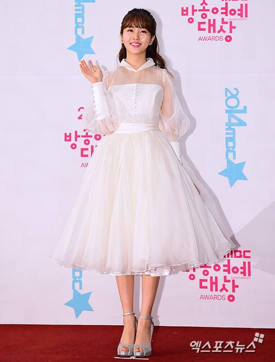 kim-so-hyun-co-nang-dac-biet-yeu-thich-mau-trang-12