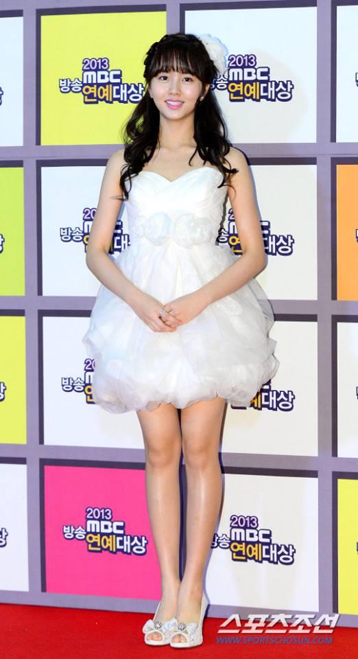 kim-so-hyun-co-nang-dac-biet-yeu-thich-mau-trang-14