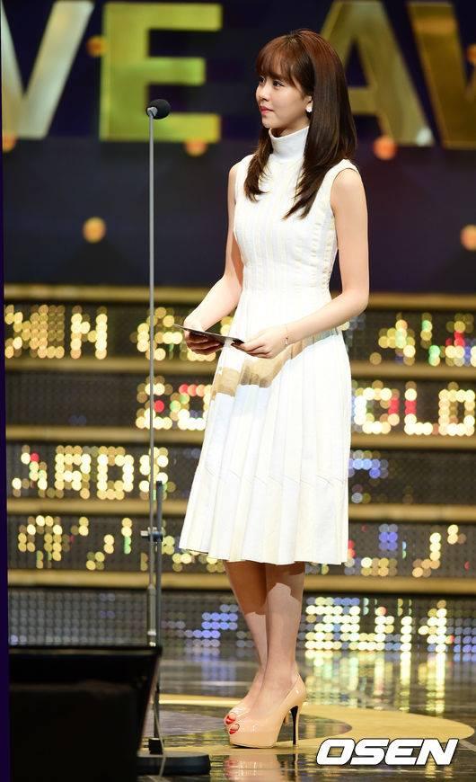 kim-so-hyun-co-nang-dac-biet-yeu-thich-mau-trang-3