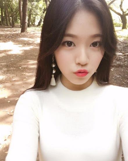 idol-nu-tan-binh-gay-sot-vi-trong-giong-na-eun-lan-tzuyu-1