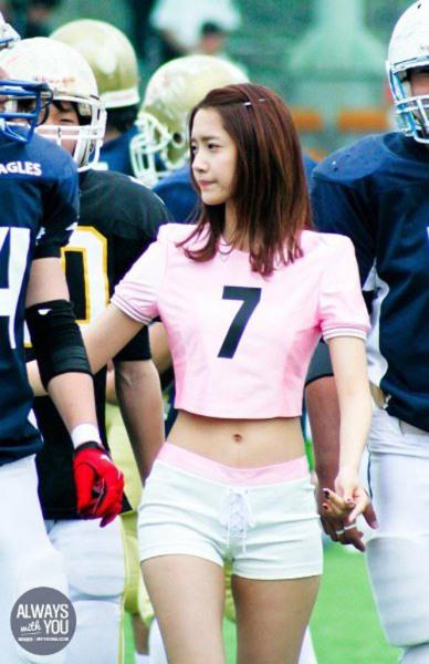 nguoi-dep-co-huong-yoon-ah-bat-ngo-duoc-khen-body-nhu-bup-be-2