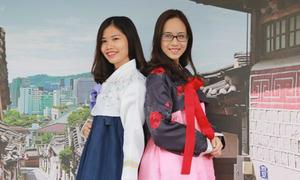 Giới trẻ Hà Nội mặc hanbok, thử đồ ăn đường phố Hàn Quốc