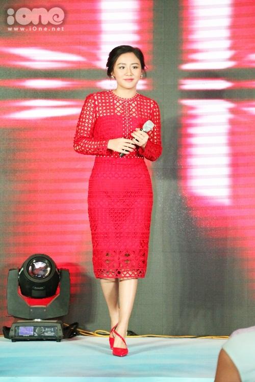 phuong-mai-ngoi-tinh-te-khi-dien-vay-xe-dui-cao-vut-5