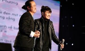 Giọng ca phi giới tính khiến HLV giành giật tại 'Sing my song'