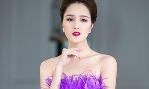 Á hậu Hoàng Anh mặc váy cúp ngực giữa trời đông Hà Nội