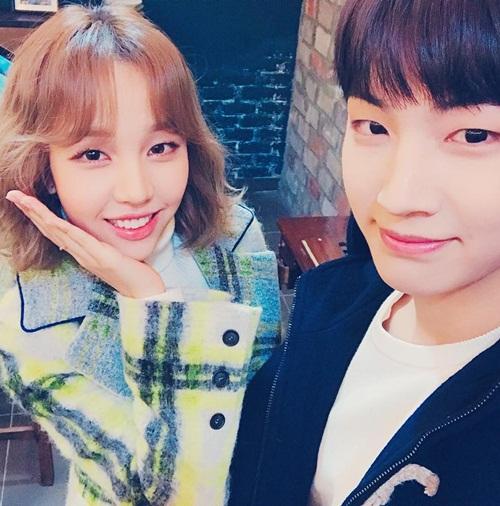 sao-han-30-11-soo-young-khoe-chan-dai-an-tuong-jin-woo-winner-deo-sung-cute