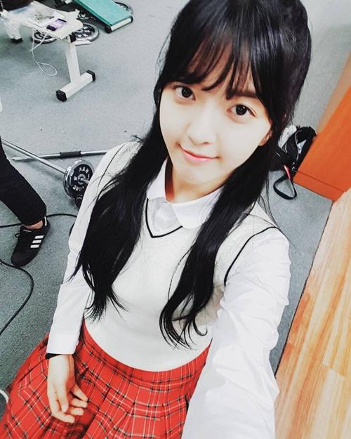 sao-han-30-11-soo-young-khoe-chan-dai-an-tuong-jin-woo-winner-deo-sung-cute-2