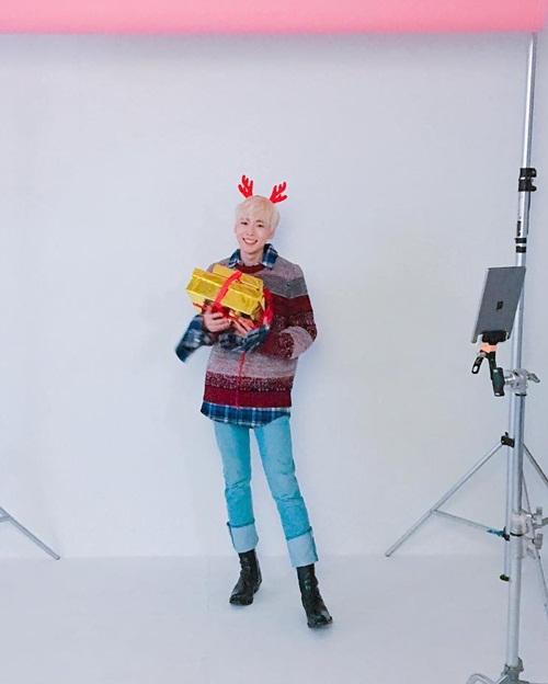 sao-han-30-11-soo-young-khoe-chan-dai-an-tuong-jin-woo-winner-deo-sung-cute-6