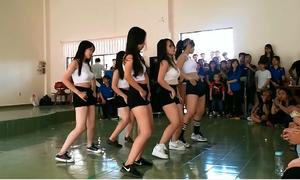 Nhóm nữ sinh nhảy sexy dance gây sốt