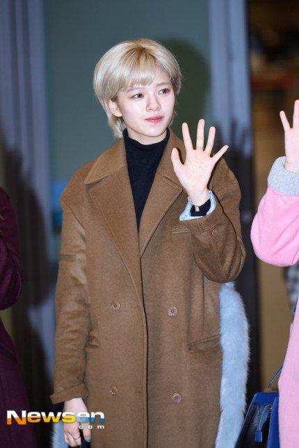 na-yeon-xau-ho-vi-mat-moc-suzy-make-up-nhe-van-long-lanh-ve-han-5