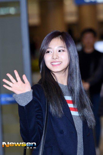 na-yeon-xau-ho-vi-mat-moc-suzy-make-up-nhe-van-long-lanh-ve-han-2