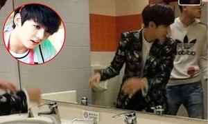 Fan cuồng chụp trộm ảnh em út BTS và GOT7 trong nhà vệ sinh