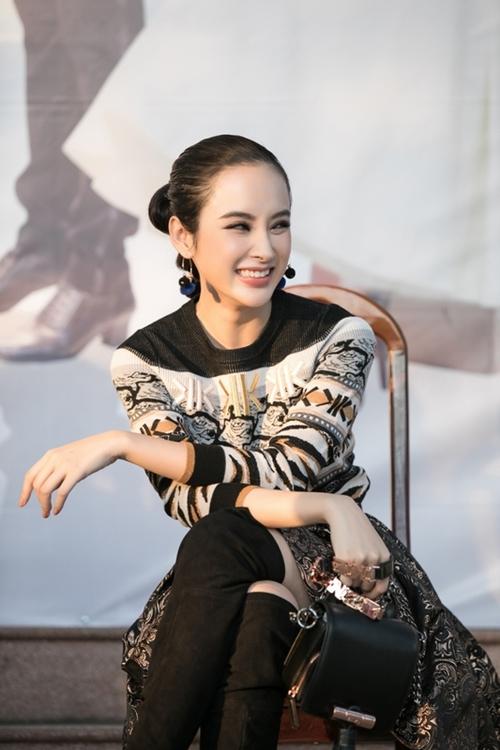 angela-phuong-trinh-bi-fan-vay-kin-khi-ve-truong-hoc-3