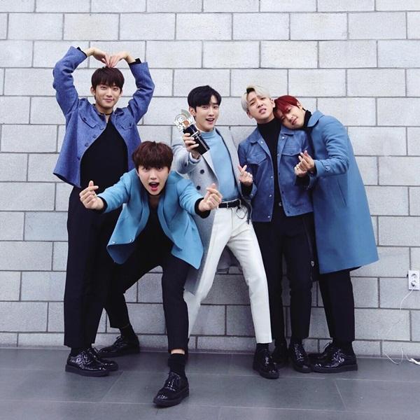 sao-han-7-12-baek-hyun-to-tinh-suho-jessica-khoe-chan-thon-nuot-voi-vay-ngan-2