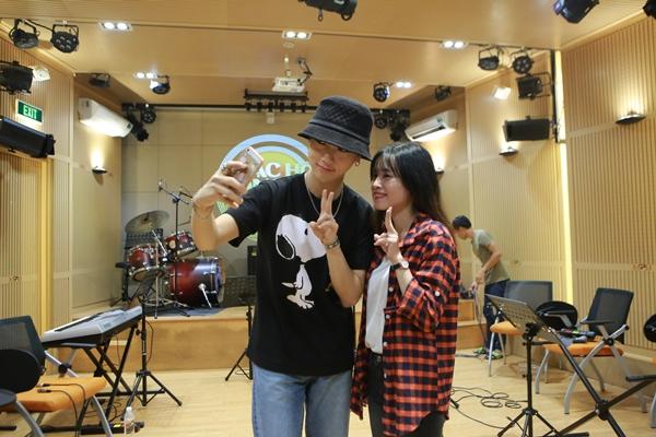bao-ve-cang-minh-lam-hang-rao-cho-yesung-super-junior-9