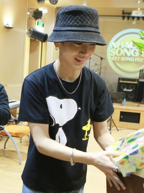 bao-ve-cang-minh-lam-hang-rao-cho-yesung-super-junior-11