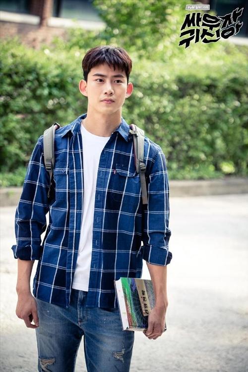 nam-chinh-phim-han-dong-dieu-voi-cung-hoang-dao-3