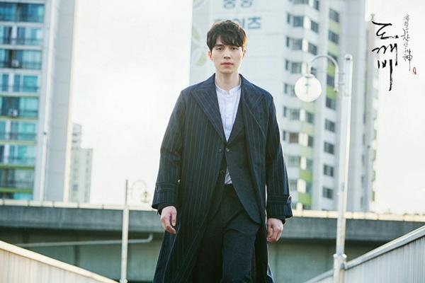 nam-chinh-phim-han-dong-dieu-voi-cung-hoang-dao-5
