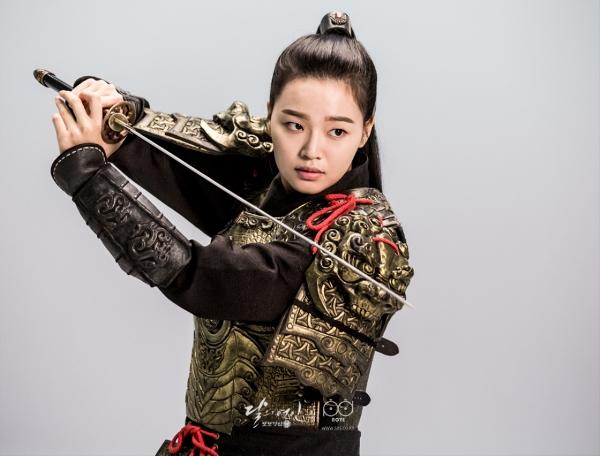 8-chi-dai-chung-to-nu-chinh-phim-han-khong-chi-co-banh-beo-1