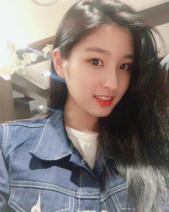 2-fan-nu-dep-lan-luot-na-yeon-twice-trong-anh-chup-chung-1