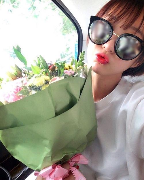 sao-han-15-12-lee-jong-suk-hen-ho-kim-woo-bin-park-shin-hye-dien-vay-cuoi-4