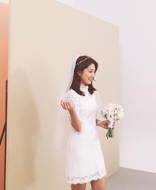sao-han-15-12-lee-jong-suk-hen-ho-kim-woo-bin-park-shin-hye-dien-vay-cuoi-1