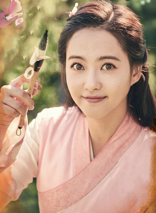 bom-tan-co-trang-hwarang-chieu-song-song-o-viet-nam-va-han-quoc-1