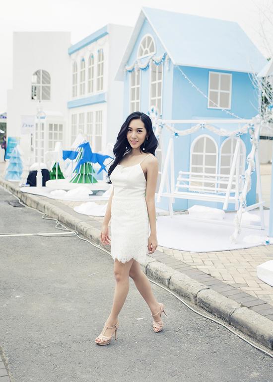 emily-nhu-cong-chua-tuyet-khoe-da-trang-dang-nuot-3