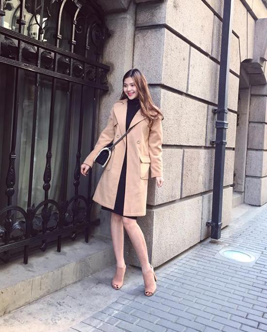 street-style-sao-viet-tuan-qua-nguoi-ao-long-kin-mit-ke-vay-voc-mat-me-3