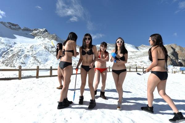 10-hot-girl-trung-quoc-mac-bikini-nghich-tuyet-vua-tho-oxy-vua-livestream-6