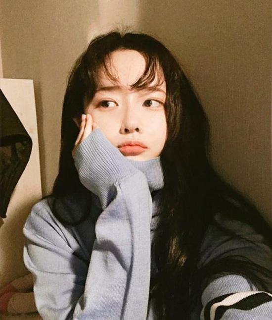 10-kieu-tao-dang-tay-cho-hinh-selfie-bot-nhat-2