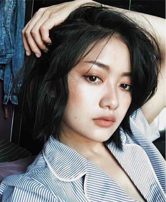 10-kieu-tao-dang-tay-cho-hinh-selfie-bot-nhat-4